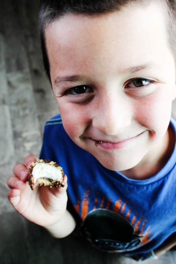 No-Bake S'mores Cups are an easy twist on a favorite summer treat. Whether you're having a barbecueor headed tothe beach, these are the perfect fun treat.