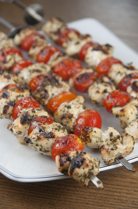 Grilled-Pesto-Chicken-and-Tomato-Kabobs-recipe-1