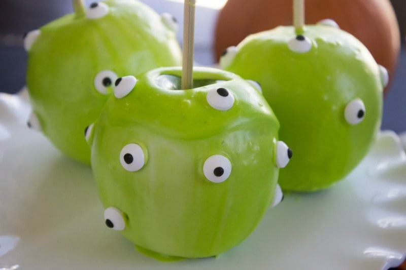 """TheseQuick & Easy Halloween """"Candied"""" Apples are so much fun to make with the kids. They will love this festive Halloween treat!easy-quick-candied-apples-slide"""