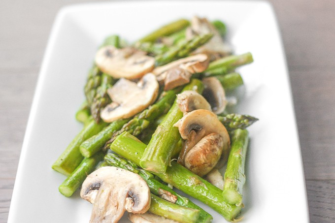 ROASTED GARLIC ASPARAGUS AND MUSHROOMS