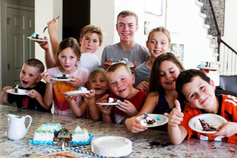 carvel-ice-cream-cake-kids