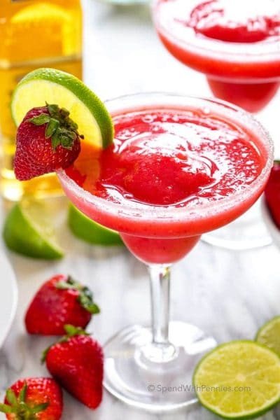 EASY STRAWBERRY MARGARITAS