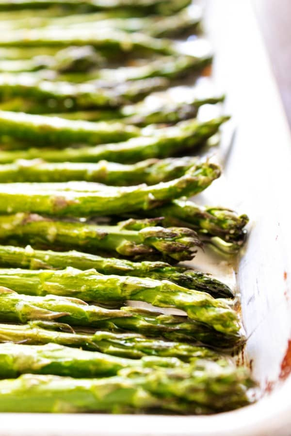 EASY OVEN ROASTED GARLIC ASPARAGUS - Asparagus in baking sheet