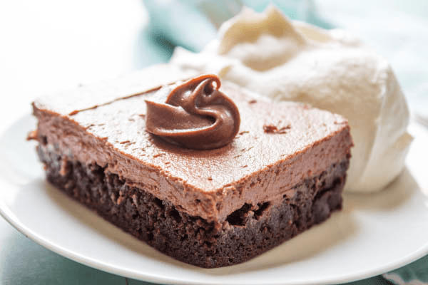 CHOCOLATE CHEESECAKE BROWNIE BARS - decadent and delicious this no-bake chocolate cheesecake with a fudgey brownie base will have you drooling.