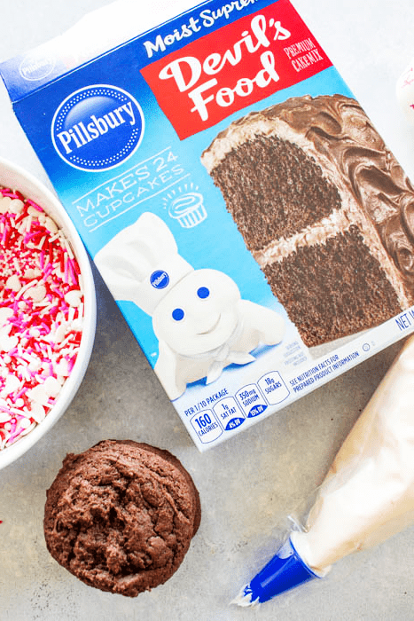 PILLSBURY CAKE MIX, PILLSBURY FROSTING, CAKE COOKIES, SPRINKLES, WHITE BOWL, FROSTING BAG, CREAM CHEESE FROSTING, CAKE MIX