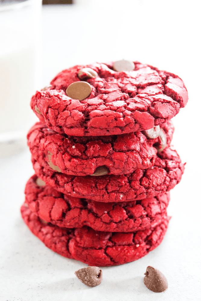 red velvet cookies, chocolate chips, glass, milk, red velvet, cookie